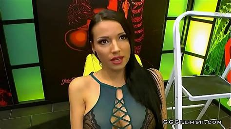 Jolee Love Shows Blowbang With Bukkakes In Group Orgy