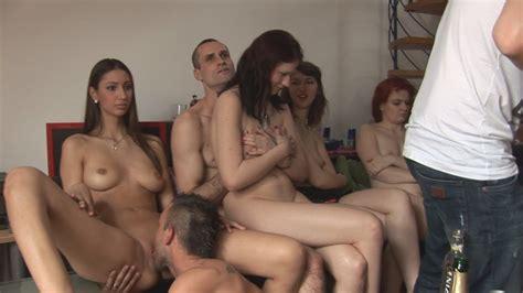 Woman Naked Group Pics XHamster