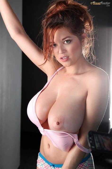 Redhead Beauty Tessa Fowler Drops Her Pink Bra To Reveal
