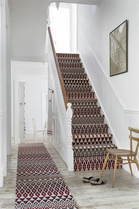 tapis d escalier design le tapis pour escalier en 52 photos inspirantes