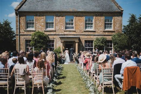 SNEAK PEEK: Outdoor wedding at Axnoller in Dorset Summer