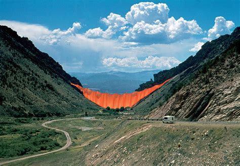 of the valley christo and jeanne claude projects valley curtain