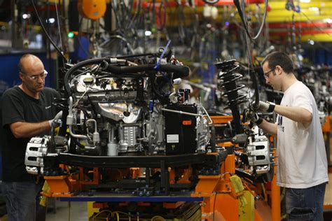 Canadian manufacturers poised for turnaround: report ...