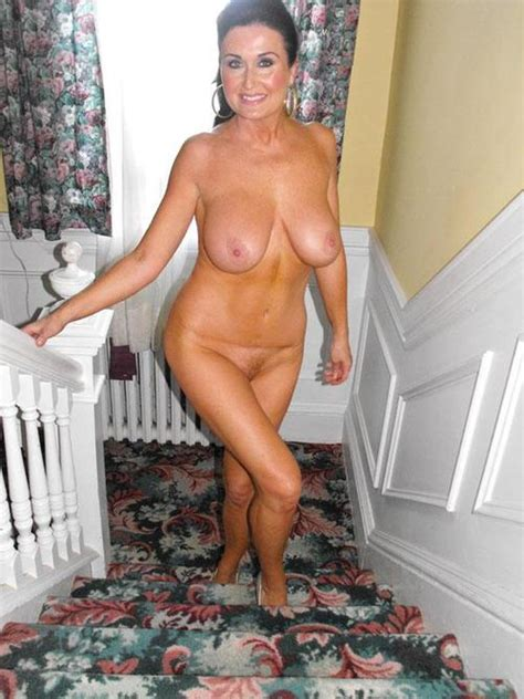 Sexy Mature Lady Fully Nude Going Upstairs To Bedroom Wife Update
