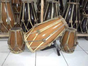 Fungsi alat musik ritmis adalah untuk mengatur sebuah tempo, baik tempo dalam lagu maupun tarian. 11 Alat Musik Ritmis dan Cara Memainkannya - HaloEdukasi.com