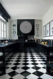 Damier Noir Et Blanc : le carrelage damier noir et blanc en 78 photos ~ Dallasstarsshop.com Idées de Décoration