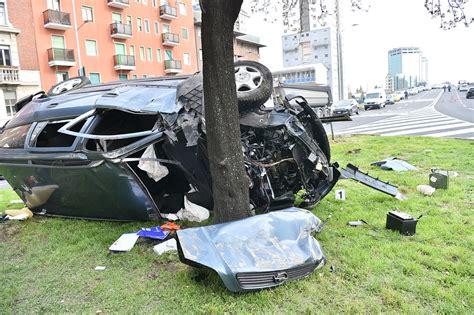 quel si鑒e auto via brunelleschi auto si schianta contro un albero corriere it