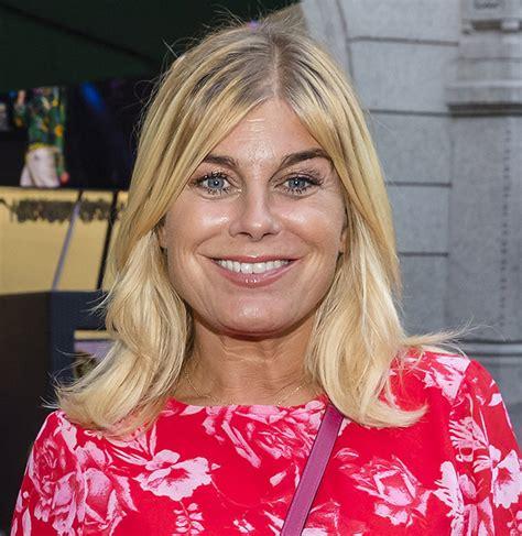"""Pernilla nina elisabeth wahlgren (born 24 december 1967) is a swedish singer and actress. Pernilla Wahlgrens känga till Gunilla Persson: """"Spyr"""""""