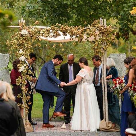 10 Jewish Wedding Traditions & Rituals You Need to Know