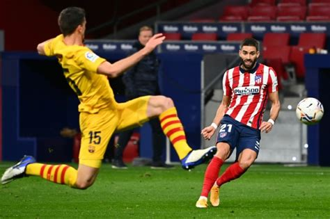Atletico edge past Barca to earn huge title boost - World ...