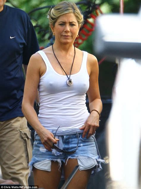 Jennifer Aniston dons ripped Daisy Dukes and tight white top to film We're The Millers   Daily ...