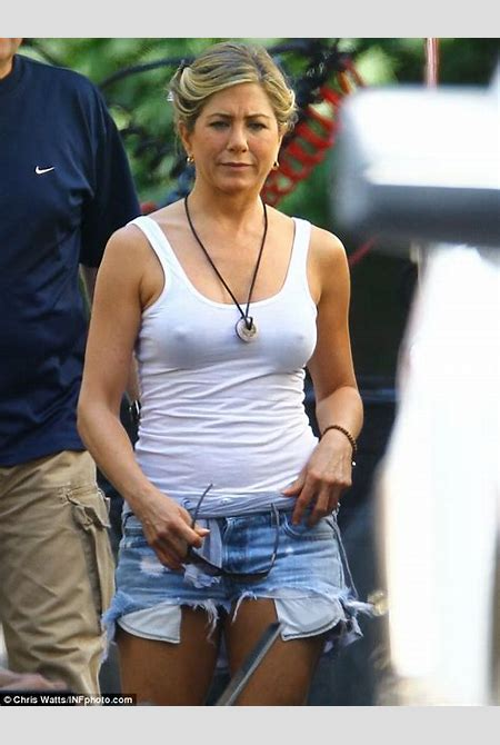 Jennifer Aniston dons ripped Daisy Dukes and tight white top to film We're The Millers | Daily ...