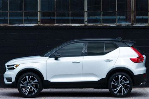 volvo launched   small suv  volvo xc price