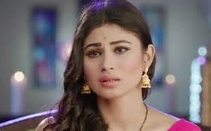 makeup artist tv mouni roy images in hd