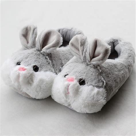 pied de canapé chausson lapin pantoufle lapin chausson com