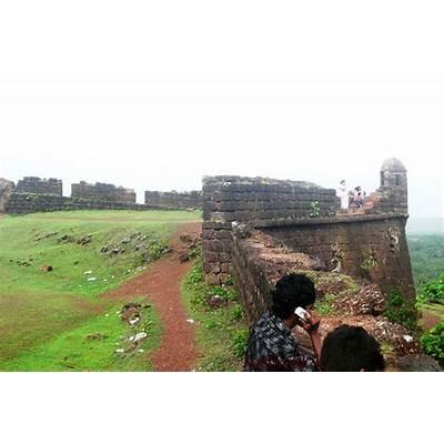 Photo Gallery of Chapora Fort Goa- Explore