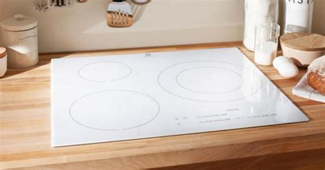 evier de cuisine inox plaque de cuisson vitrocéramique blanche