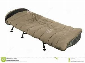 Lit De Camp : lit de camp avec le sac de couchage photo stock image 42779300 ~ Teatrodelosmanantiales.com Idées de Décoration