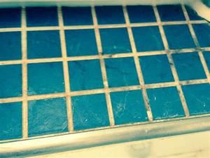 Fugenschimmel Im Bad Entfernen : schimmel im badezimmer entfernen ~ Lizthompson.info Haus und Dekorationen