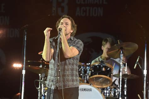 Pearl Jam's Rock And Roll Hall Of Fame 5 Fast Facts