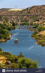 Fluss In Portugal : die moderne br cke ber den fluss guadiana in m rtola s d portugal stockfoto bild 84670785 ~ Frokenaadalensverden.com Haus und Dekorationen