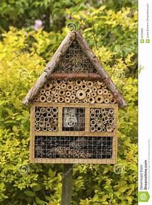 Insekten Im Haus : insekten haus stockfoto bild 93700992 ~ Lizthompson.info Haus und Dekorationen