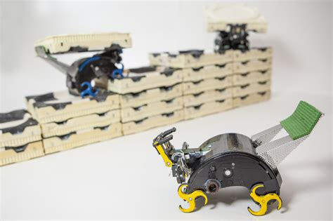 Robotic Construction Crew Needs No
