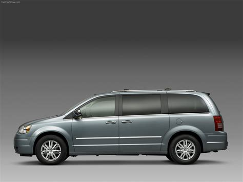 Chrysler Town and Country (2008) - picture 2 of 20