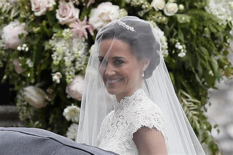 Stunning bride Pippa and groom James Matthews arrive at ...