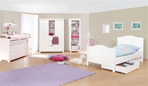 chambres pour enfants chambre d 39 enfant avec commode large en massif lasurée