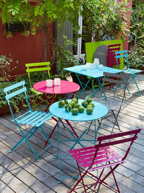 chaises colorées 31 best images about jardin terrasse on