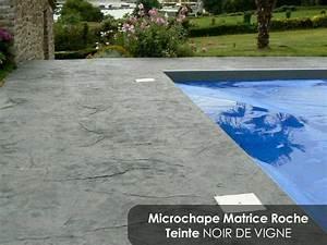 microchape imprimee solution alternative au beton With plage piscine pierre naturelle 8 une piscine avec faux rochers decoratifs