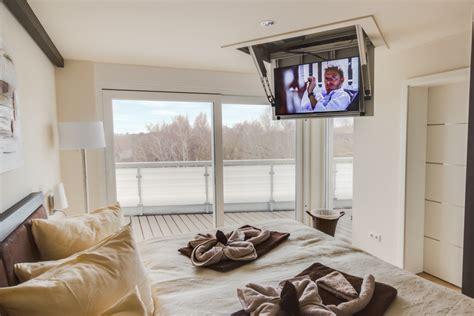 fernseher für schlafzimmer das penthouse chelsea ostsee ferienwohnungen