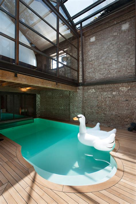 sculptural pod transforms  warehouse   unique home