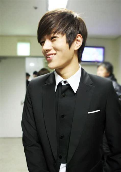 classy korean hairstyles  men   hairstyles