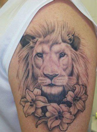 lion blumen original lion head and flower tattoos on arm tattoobite