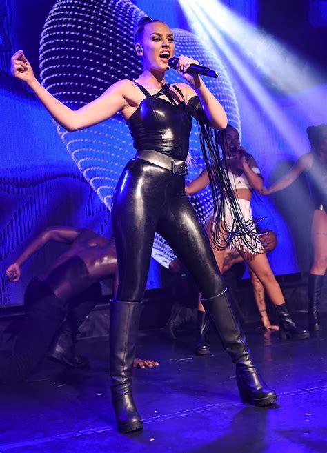mix performing  gay nightclub  gotceleb