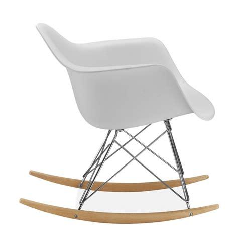 chaise a bascule design chaise eames a bascule chaise bascule en plastique gris