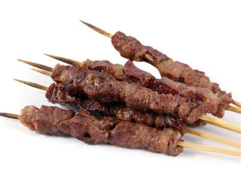 spiedini di carne come cucinarli arrosticini abruzzesi come farli e come cuocerli