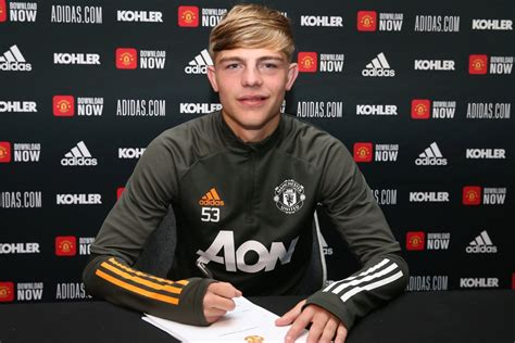 Brandon Williams signs new Man Utd deal until 2024 with ...