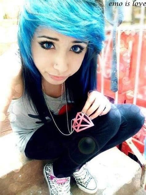 Emo Girl Blue And Black Hair Blue Eyes Emos