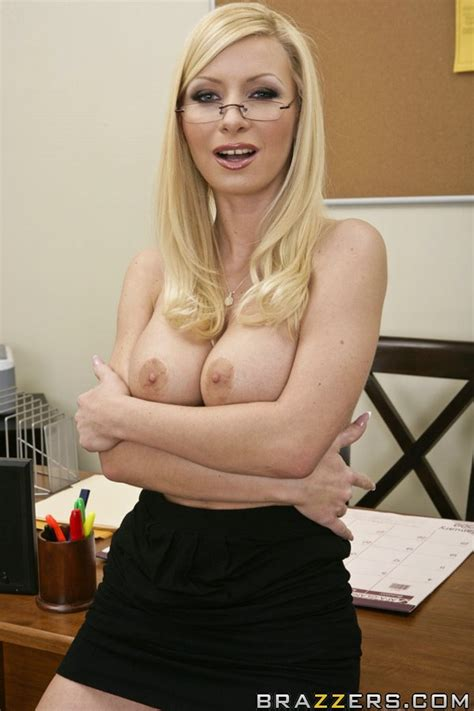 Stunning Milf Helena Sweet With Big Melons Is Fingering