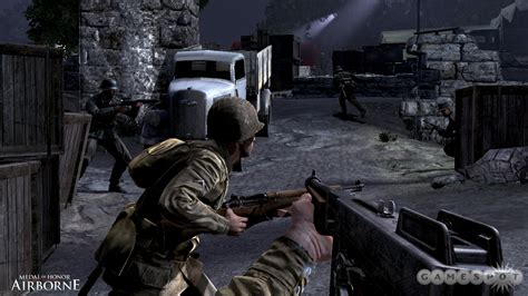 medal  honor airborne single player hands  world war ii shooters   shake  gamespot