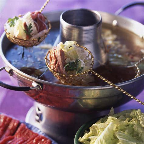 cuisiner viande à fondue fondue chinoise aux émincés de bœuf recettes de cuisine