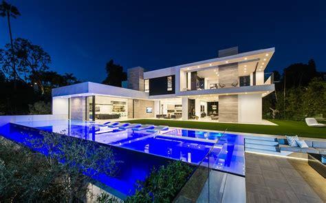 stunning modern mansions  sale  la