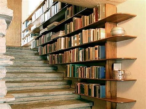 bibliotheque en escalier ikea une cage d escalier en avec etageres bibliotheque