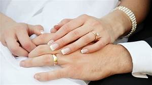 Bride And Groom Hands And Wedding Rings : Wallpapers13.com