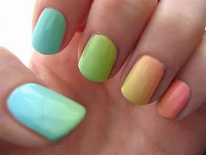 Fun Gradient Nail Designs - fashionsy.com