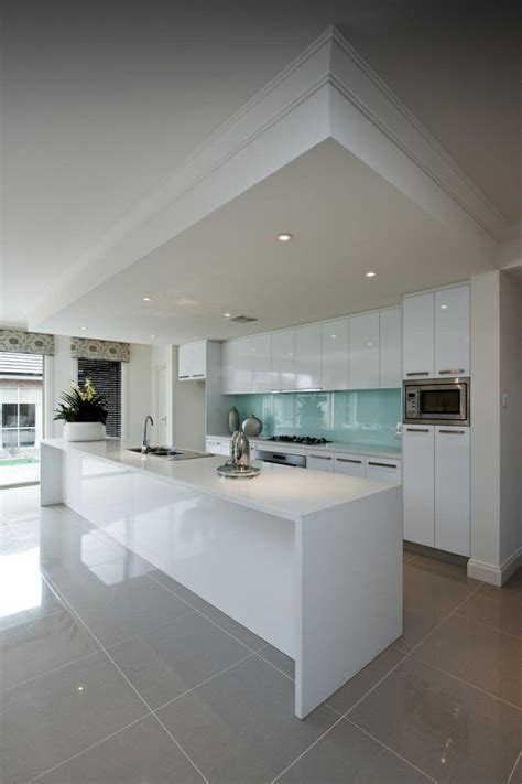 vers blanc dans la cuisine 41 photos qui vont vous présenter le carrelage brillant