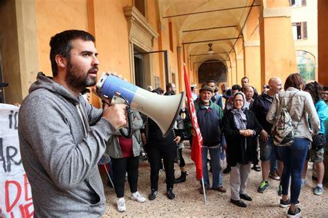 Ufficio Anagrafe Comune Di Bologna by Gli Attivisti Occupano Gli Uffici Comune 1 Di 1